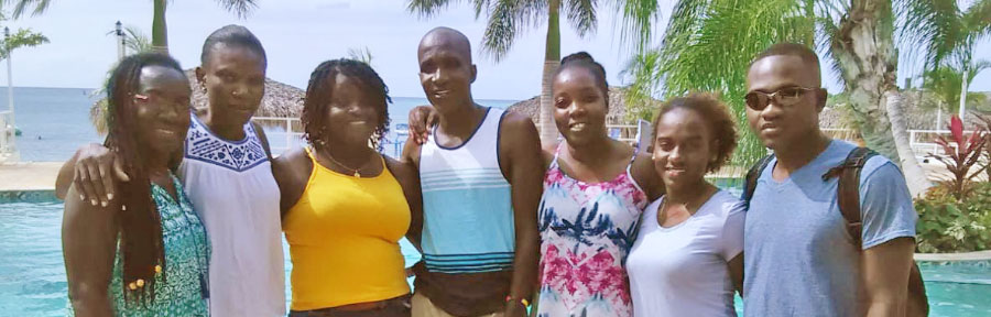 Marla's Minute: How Jamaicans Enjoy the Beach